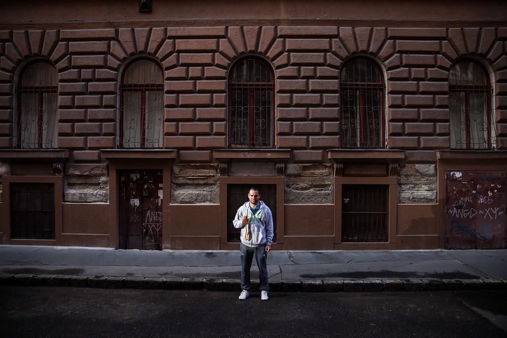 Pálos Péter asztaliteniszező, aki S11 kategóriában bronzérmet szerzett, Budapest belvárosában, terézvárosi otthona közelében | Fotó: Magócsi Márton