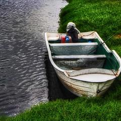 قارب التواضع ،،،،،،،، قارب الوصول إلى القلوب دون تكلفه ..قارب يشعرك بأنك شخص في هذه الحياة محب ومحبوب ..لم تغرّك زخارف الدنيا الفانية ..فالتوا