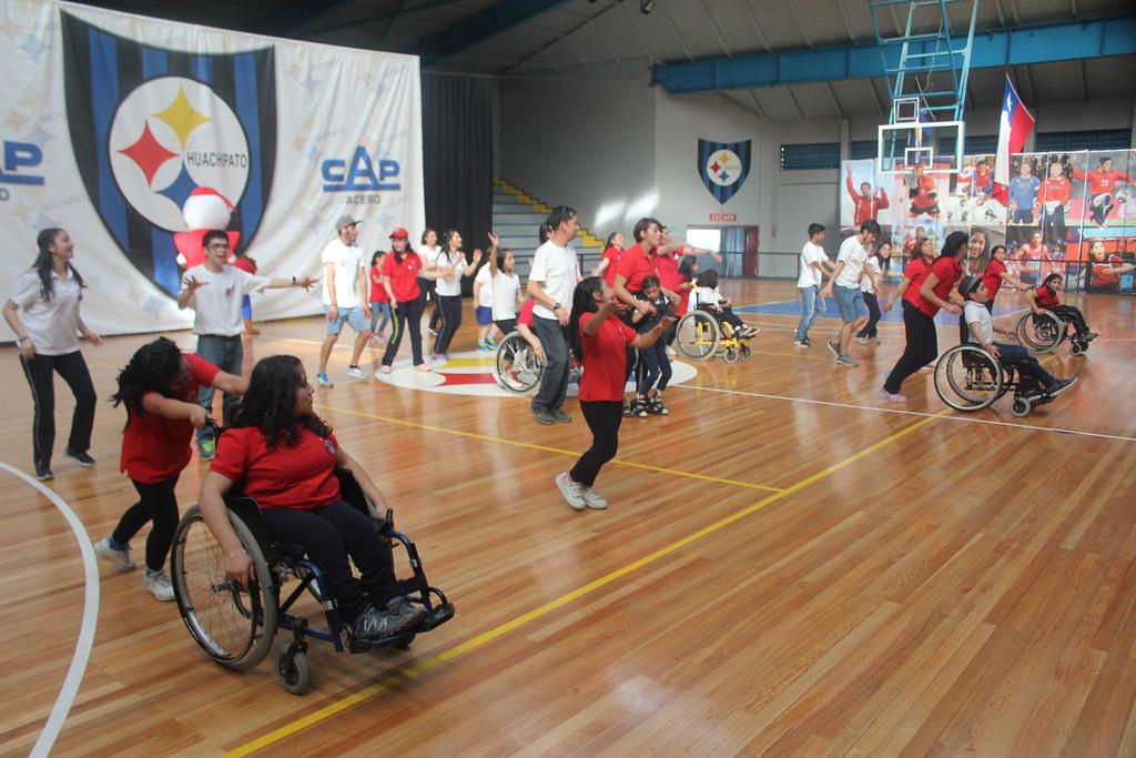 El Club Deportivo Huachipato y la Teletón unidas en una jornada deportiva