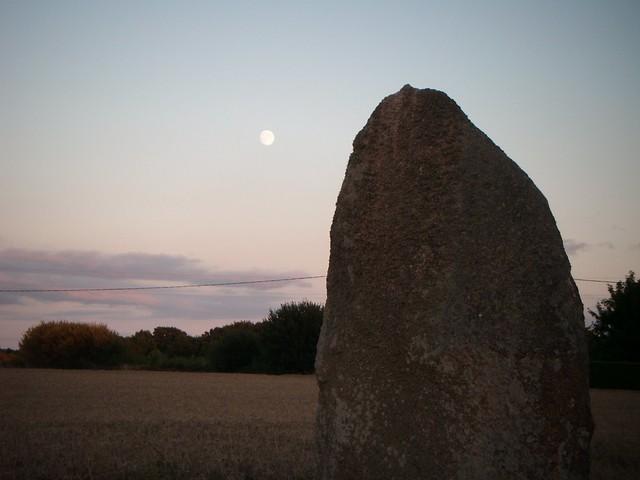 menhir et lune