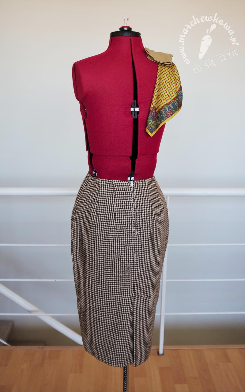 blog, marchewkowa, szycie, krawiectwo, moda retro, vintage, lata '50., kostium, Maurice Rentner, pepitka, wełna, sewing, handmade, jacket and skirt set, 50s, retro fashion, houndstooth, wool, Burda Vintage, Burda Style, Lola, pracownia marchewkowej, tu się szyje