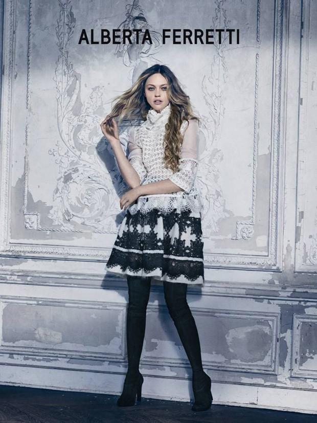 Sasha-Pivovarova-Alberta-Ferretti-FW15-01-620x827