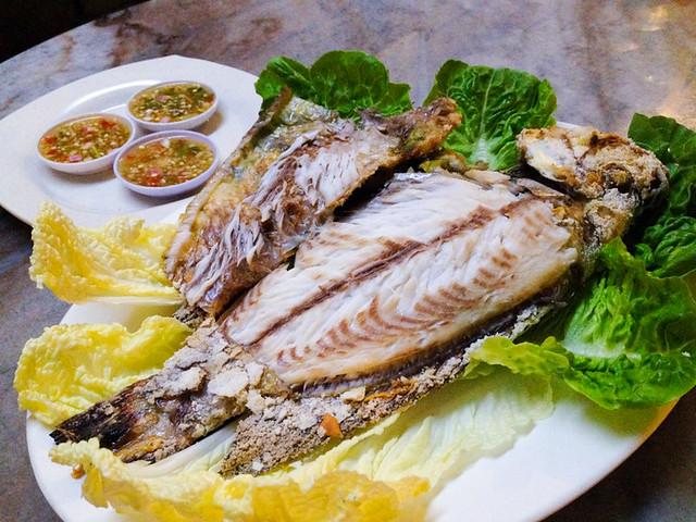 salasabaii-bbq-salt-baked-fish