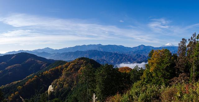 城山から歩いた稜線と丹沢山塊・富士山@景信山