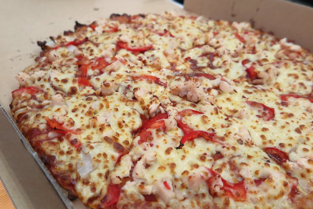 Chilli Cheese Burst Crust with Chilli Chicken