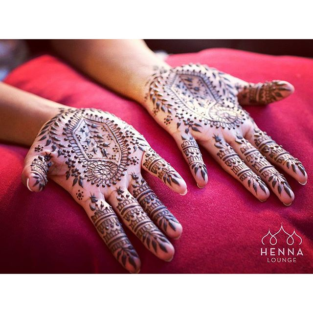 Tonight's bride wanted an @ameliadregiewicz style Henna, which looks simple but requires a lot of care to execute. #classichenna #paisley #henna #mehndi #andrapradesh #bride #fusionwedding #alameda #oakland