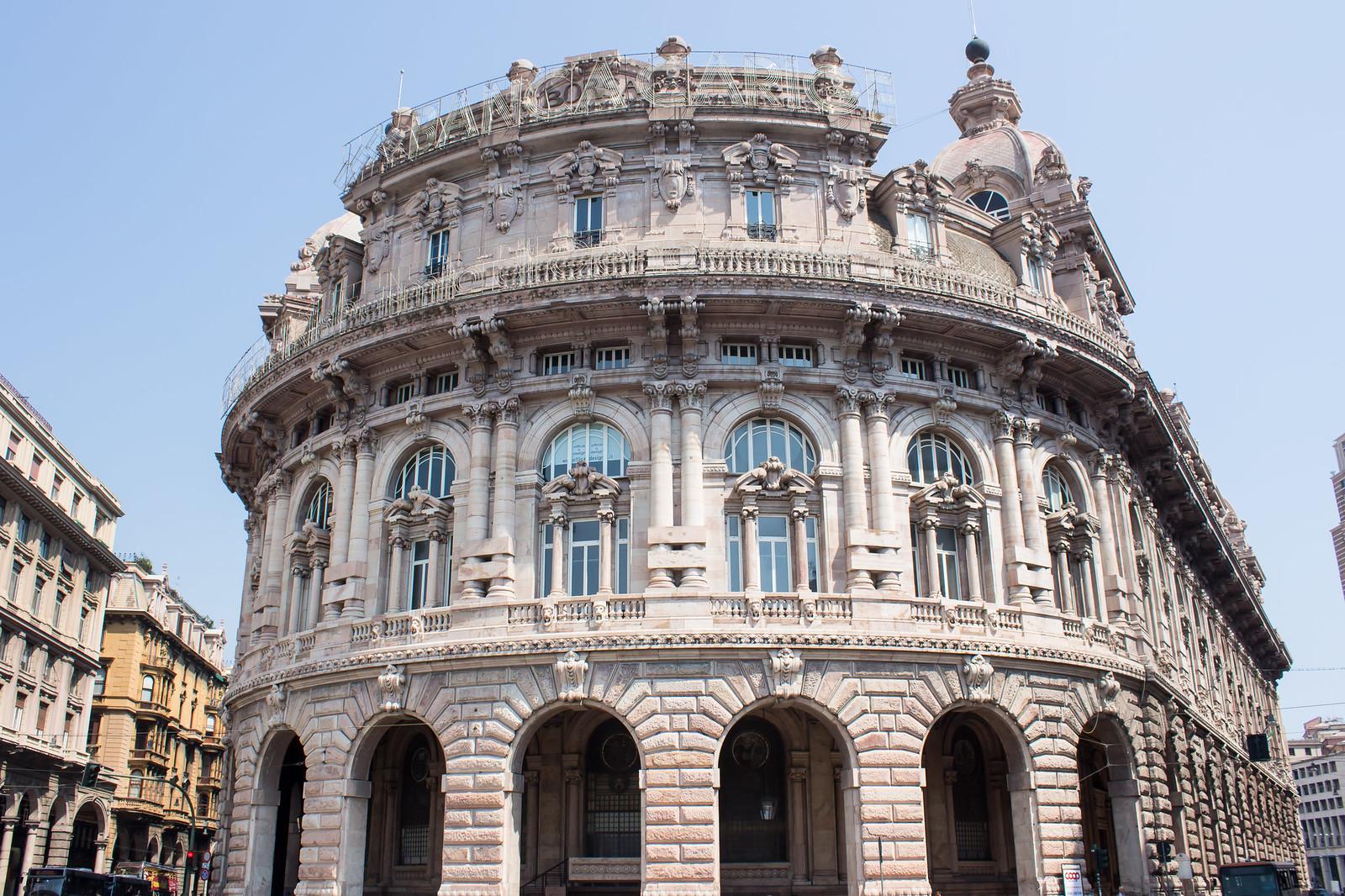 Генуя - Здание новой фондовой биржи (La Borsa Valori), построено в 1912 году.