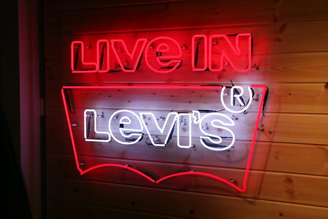 自転車乗りのためのジーンズ《 Levi's® Commuter》 取り扱い開始します。