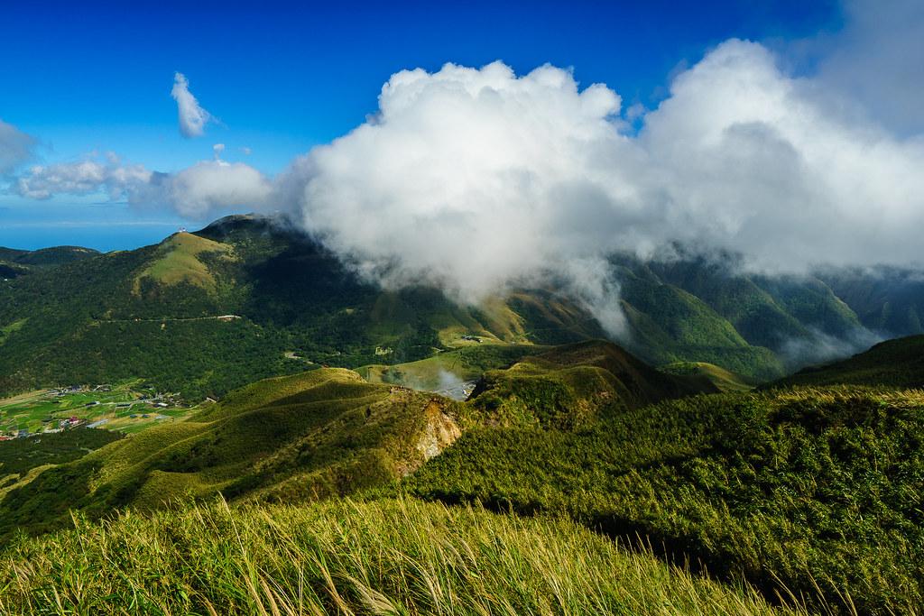 七星山主峰登山步道 拍攝 小油坑(背面)