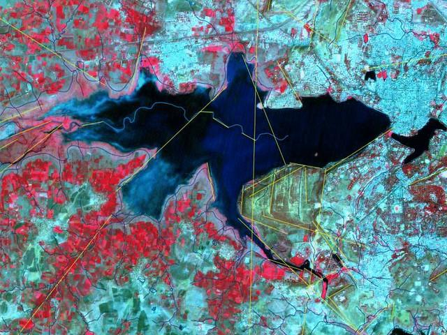 चित्र 14, कोलांश नदी का बड़े तालाब के अन्दर का जल मार्ग और लीनियामेंट्स