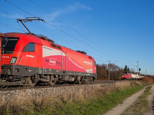 ÖBB 1116 072 trifft in Eglharting die nach München fahrende DB 185 145