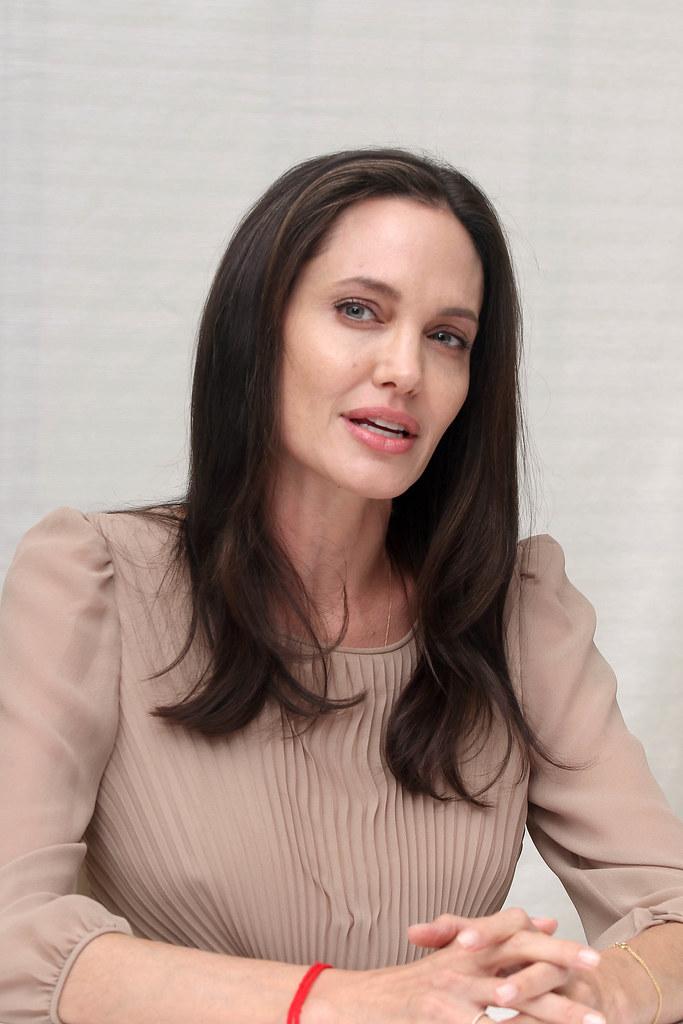 Анджелина Джоли — Пресс-конференция «Лазурный берег» 2015 – 51