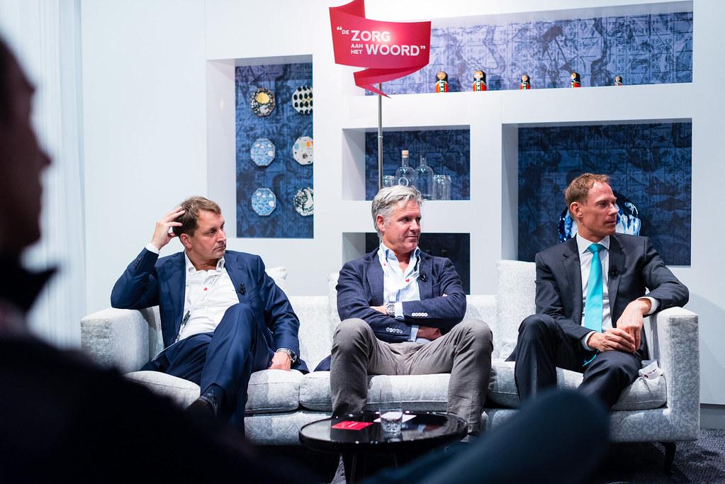 V.l.n.r. Tafelgasten dr. Donald van der Peet, dr. Aernout Somsen en spreker mr. Erik Vollebregt