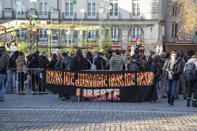 Nantes : Rassemblement contre l'état d'urgence.