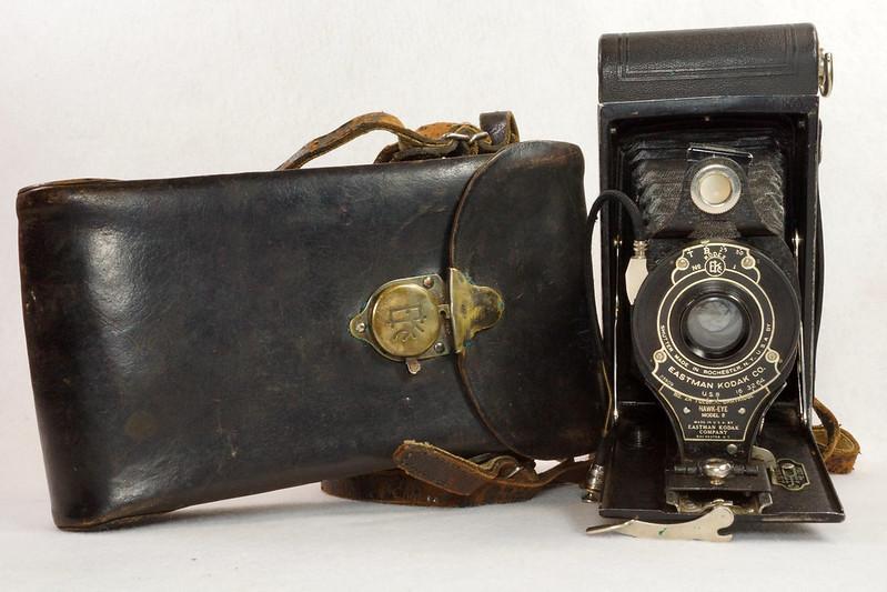 RD14615 Vintage Kodak Hawkeye No 2A Model B Folding Cartridge Camera with Leather Carry Case DSC06525