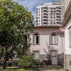 Casa antiga, prédio novo. by Leonardo Martins