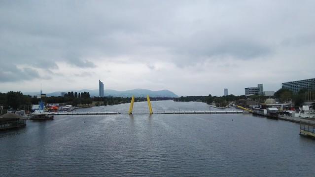 Blick auf die Donau (stromaufwärts)