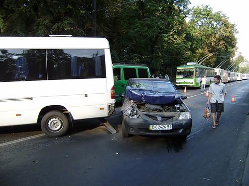 Тролейбуси зупинились, маршрутки — в об'їзд