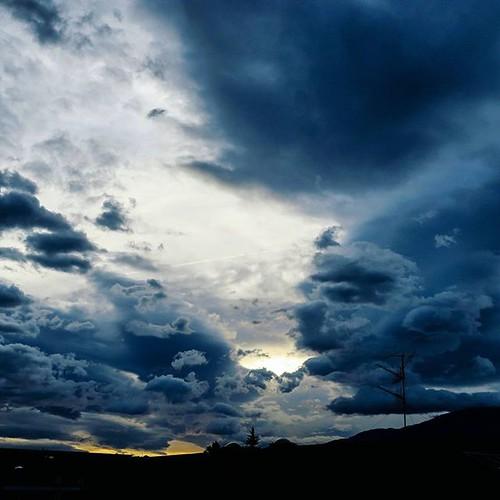 sunrise canon cloudscape skyporn uploaded:by=flickstagram igersaustria sunrisesunsetsaroundworld lovetirol visittirol discoveraustria myaustria igerstirol instagram:photo=10826930614105752387097579 instagram:venuename=isdwohnheimsaggen instagram:venue=234871372