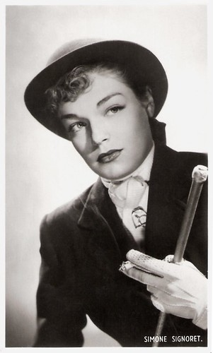 Simone Signoret in Manèges (1950)