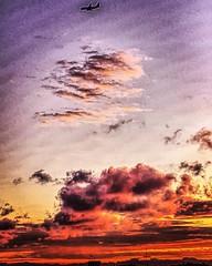 Nubología en #Olivos con avión colado 27-11-2015 #clouds #instasunset #instasky #sky #landscape #instagramhub #instadaily #igersbsas #igers #buenosaires #airplane #fly