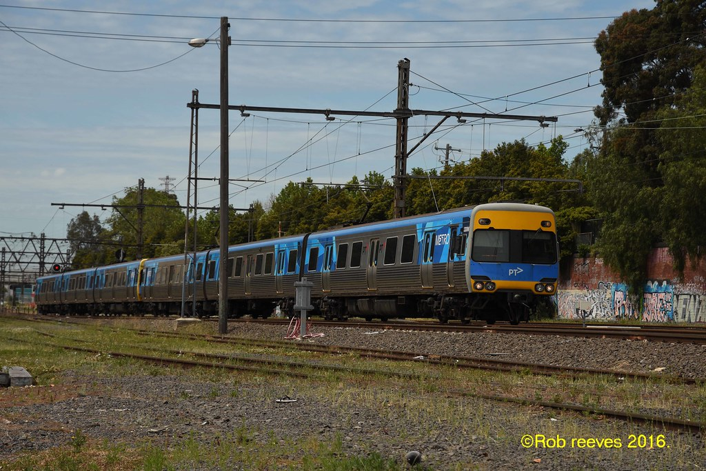 330M on the down near kensington 20/11/2016 by roreeves