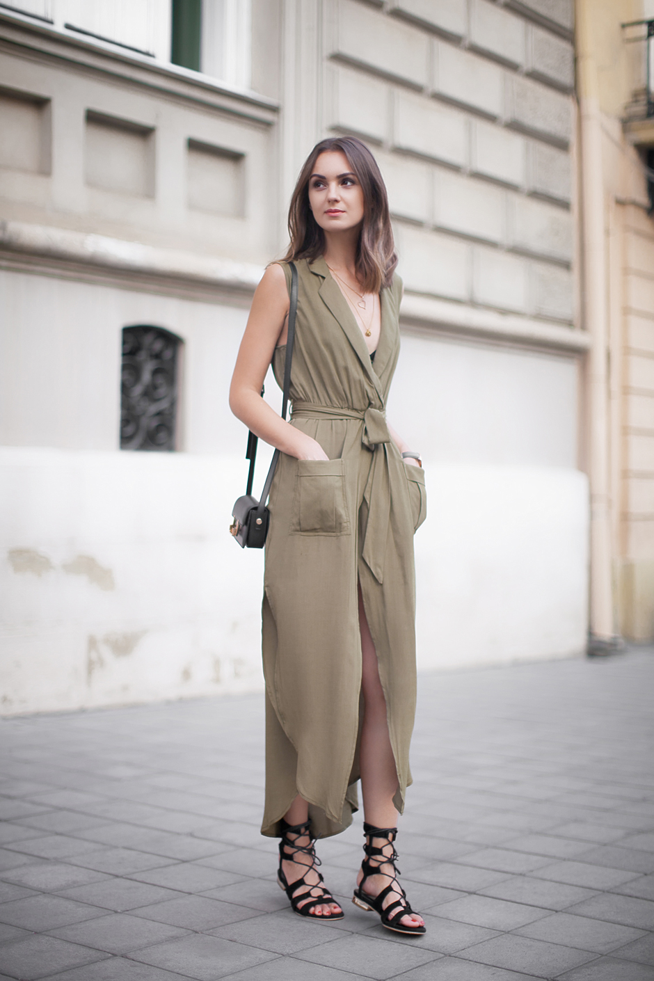 olive-green-maxi-dress-70s-trend-outfit