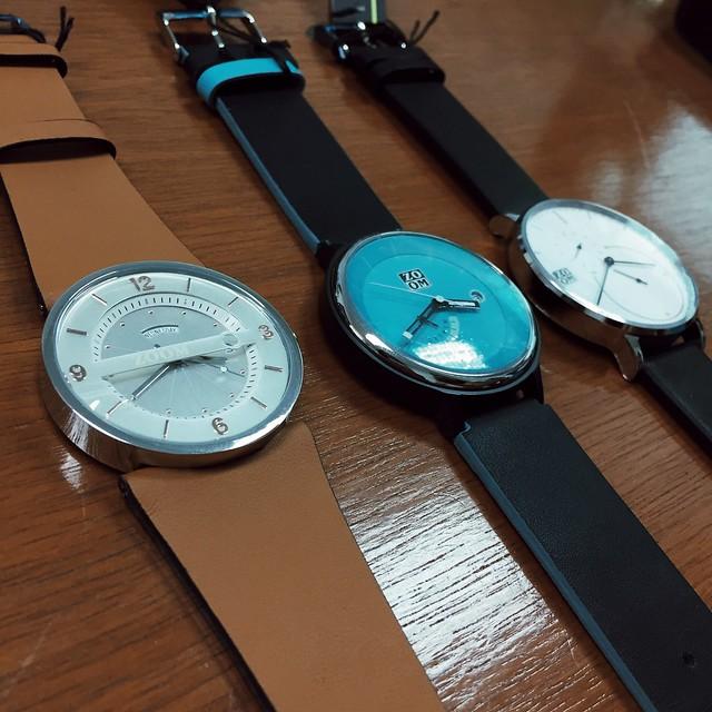 Zoom minimalist watch