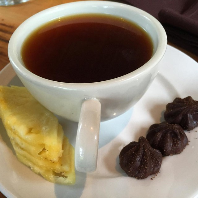 #kvphawaii Coffee by @OoFarm with black truffles, with coffee cherry powder. NOM! Plus #Maui pineapple slices