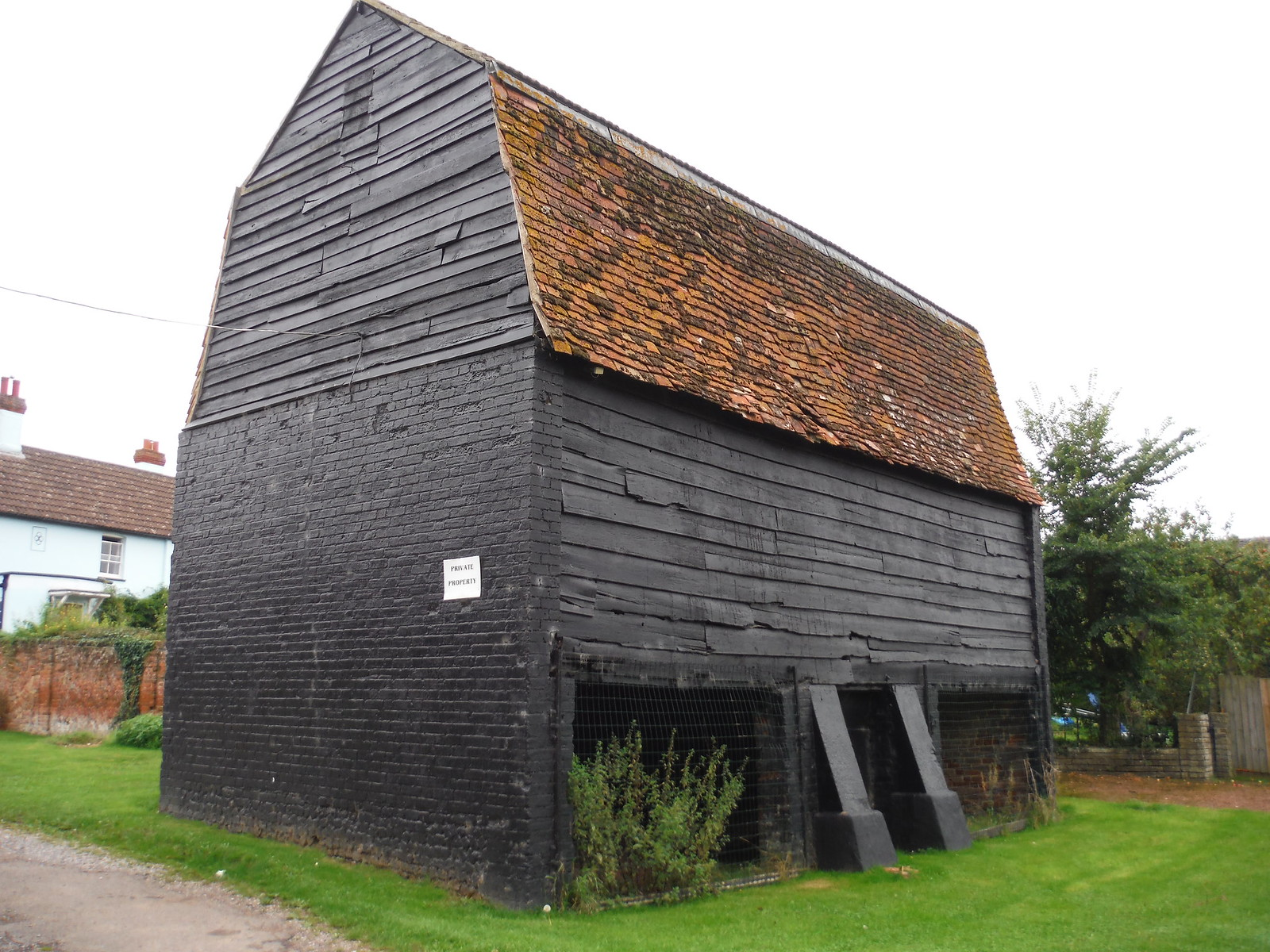 Barn, Sawbridgeworth SWC Walk 164 Roydon to Sawbridgeworth via Henry Moore Foundation