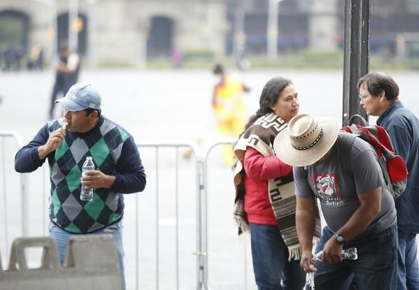 Listos, padres de normalistas para encuentro con Peña Nieto