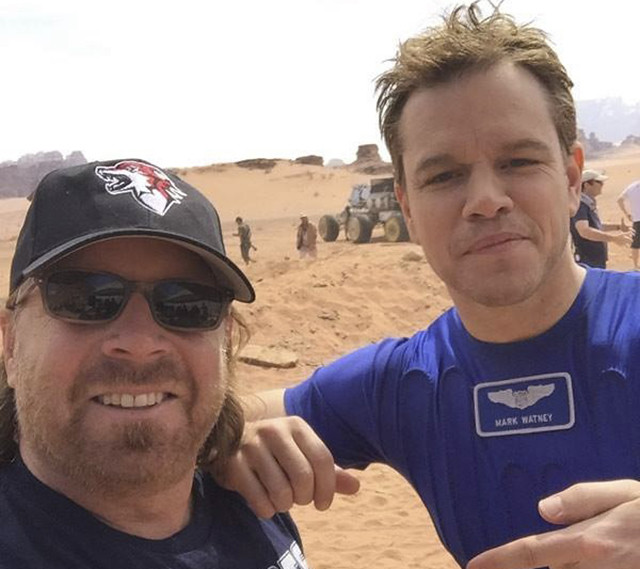 Andy Weir the-martian-on-set-matt-pic