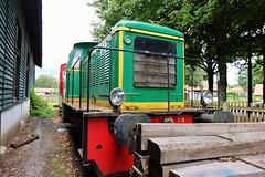 Sabres, vieux trains