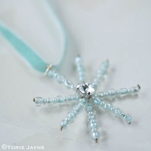DIY frosted bead snowflakes 6