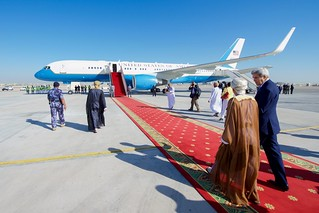 Secretary Kerry Speaks With Omani Foreign Minister bin Alawi Before Departing Oman