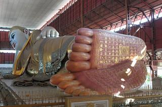 20150131_2088-Yangon-Chaukhatgyi-paya-reclining-Buddha_resize
