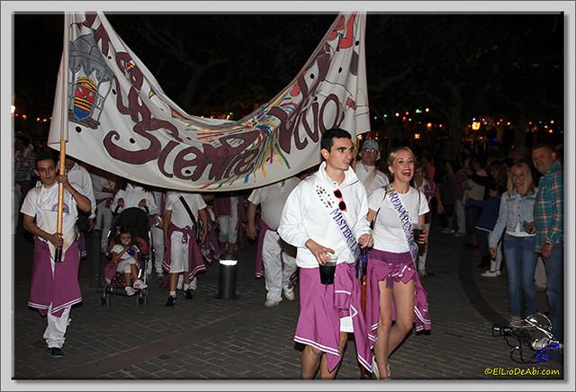 Minuto de silencio en memoria de Pedro Villar y desfile de peñas (10)