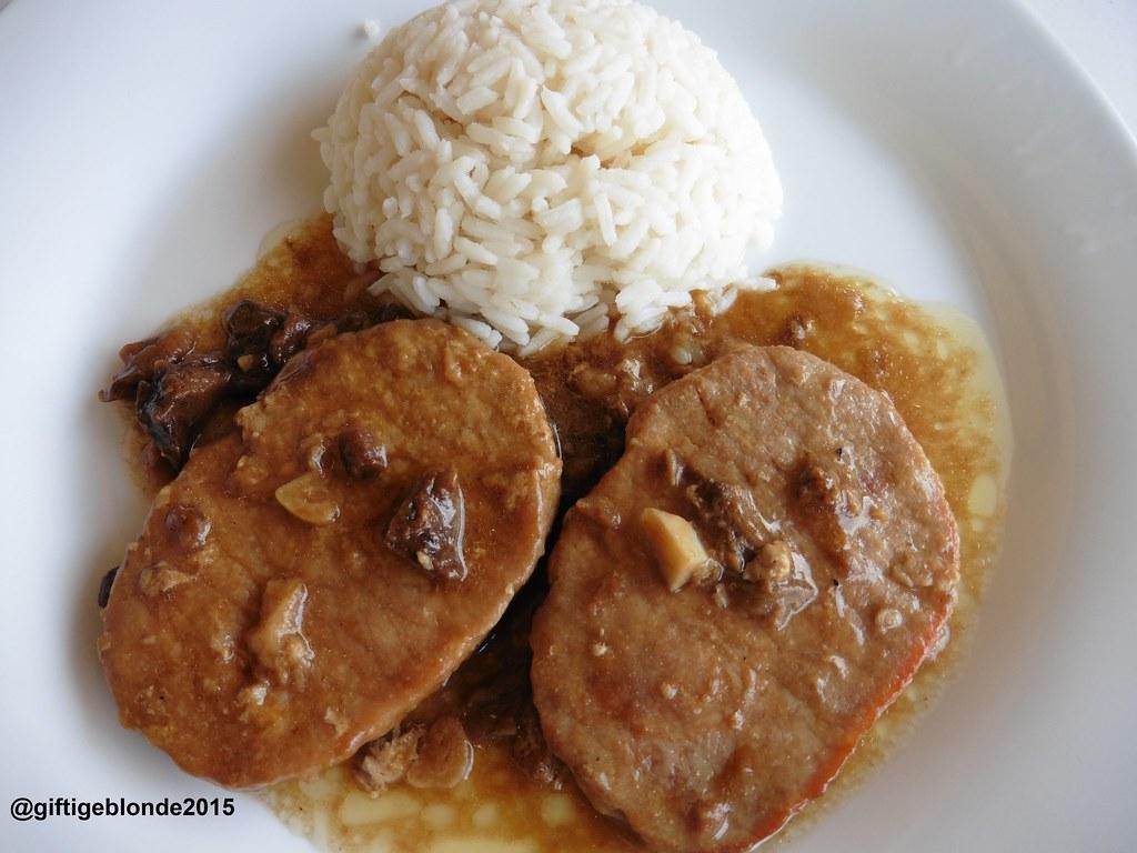 Schweinsschnitzel in Steinpilz-Knoblauchsauce mit Reis