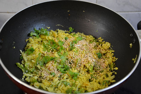 cabbage capsicum poha recipe