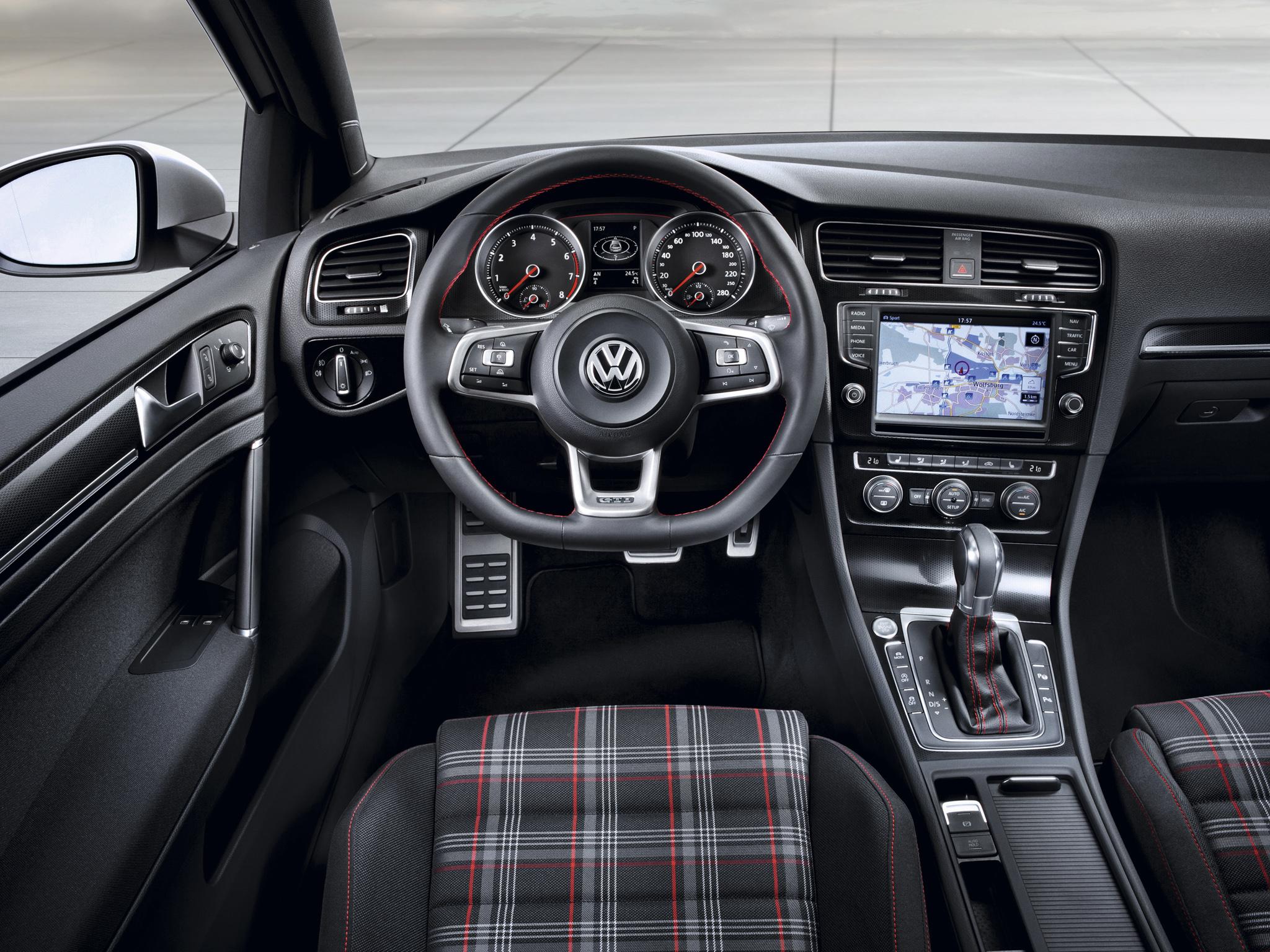 Водительское место Volkswagen Golf GTI 7
