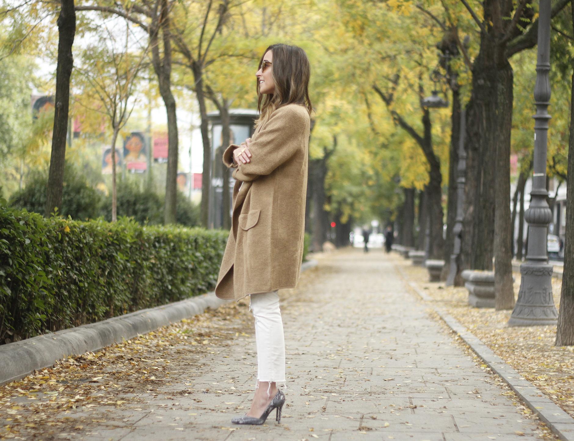 Camel Coat sheinside white outfit heels uterqüe purse outfit03