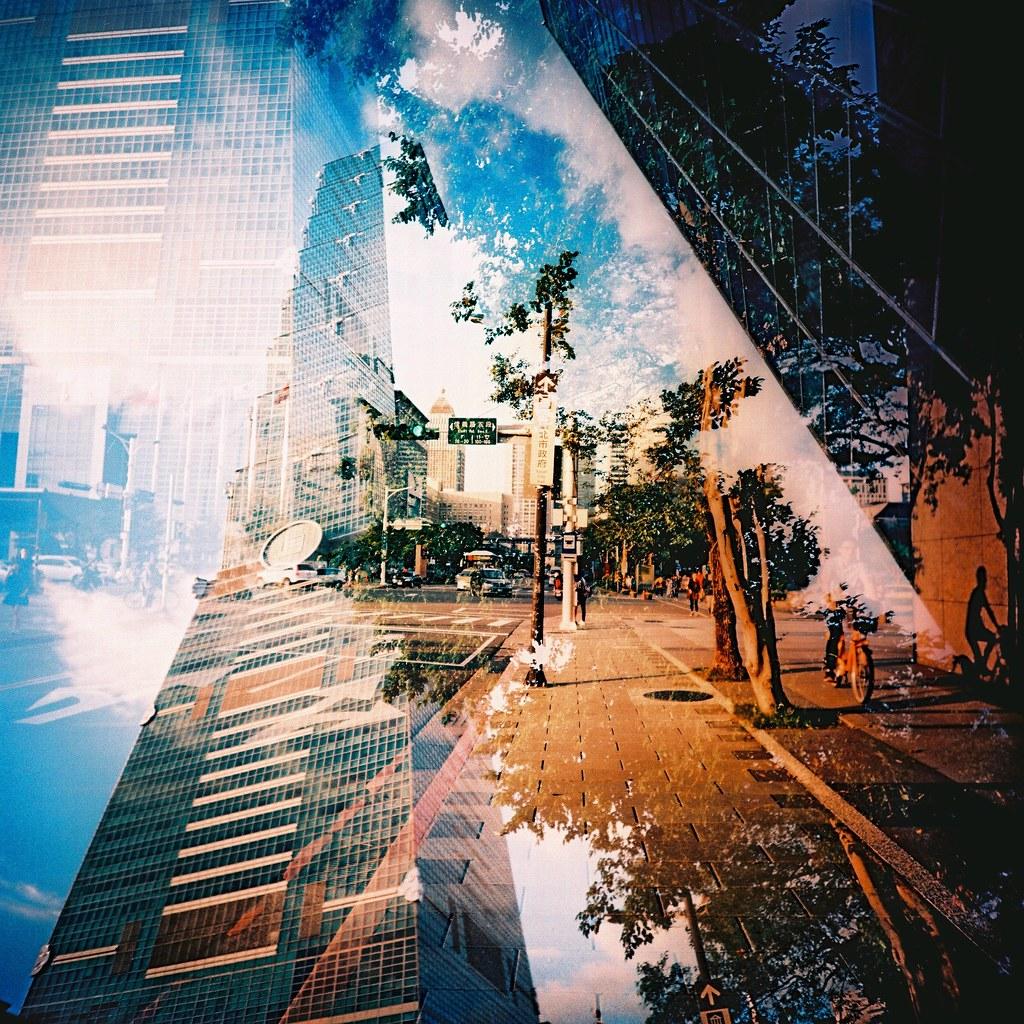 Taipei 101 / RVP50 / Lomo LC-A 120 2015/11/15 RVP50 的作品最後的四張,一捲 120 底片只能拍 12 張,這卷底片的重複曝光讓我感到很滿意。拍了 Lomo 好像也一個月了,一直都抓不出重複曝光的感覺,但這卷有一些畫面效果還不錯!  我真的好愛這卷!  Lomo LC-A 120 FUJICHROME Velvia 50 120mm TW-R-713c1e-0007 Photo by Toomore