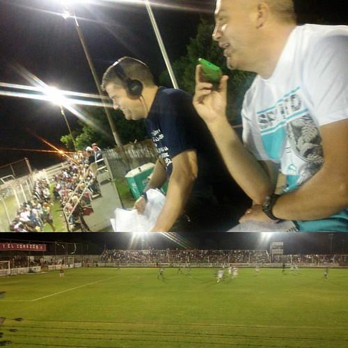 Desde el Salomon Boelseldin, en Villa Ramallo con dos amigos, transmitiendo Defensores de Ramallo vs. Unión de Sunchales   Vivilo en Radio Rivadavia FM Sports 88.7