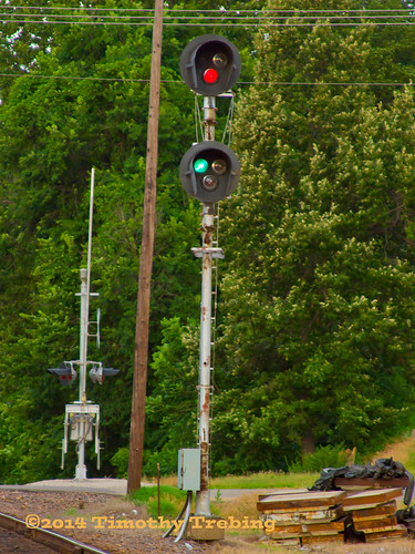 railroad sub rail mo signals missouri unionpacific searchlight bowlingball mopac generalelectric subdivision railfanning autoracks hoxie ac44cw