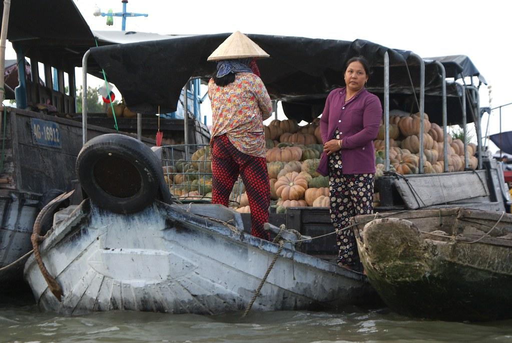 Courges en vente sur le marché flottant Cai Rang près de Can Tho dans le delta de Mékong.