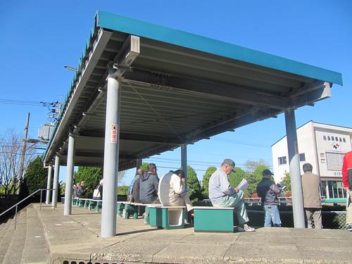 金沢競馬場のパドックの屋根