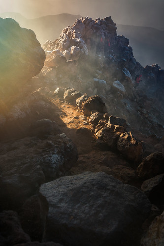 volcano teide canaries tenerife peak mountains hikinh trekking travel morning sunrise fumes light colors