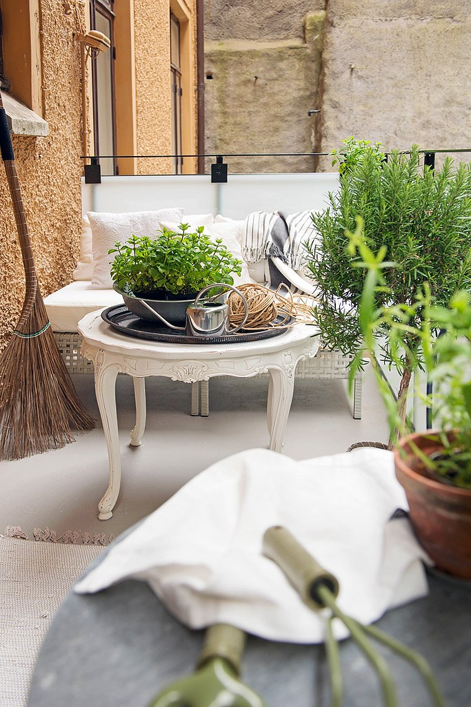 12-outdoor-furniture