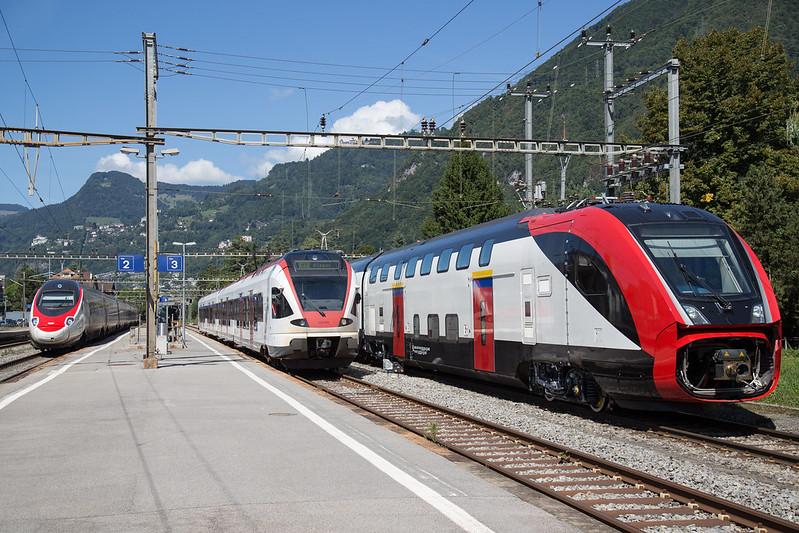 Twindexx, Flirt und Pendolino im Bahnhof Villeneuve