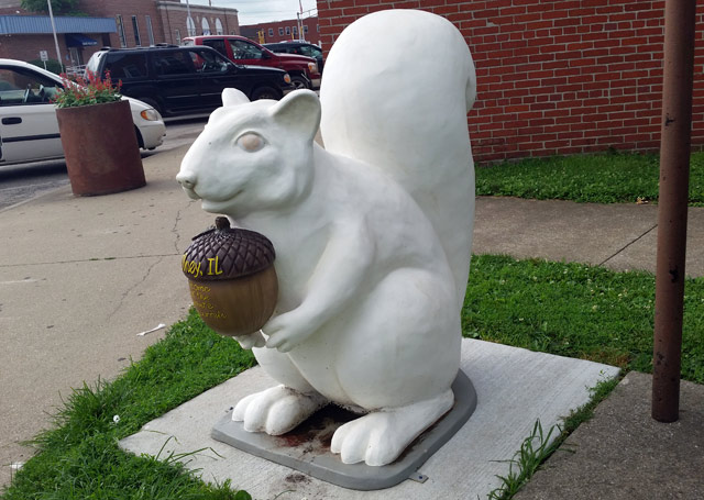 olney-squirrel-statue